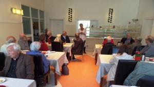Helga Arntsen forteller om Landeskogens historie og om planene for framtiden (Foto: Thomas Juell)