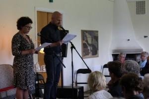 Hind Helene Røynesdal og Gunstein Bakke var velformulerte og innsiktsfulle konferansierer på Landeskogen Litteraturfest sist i juli.