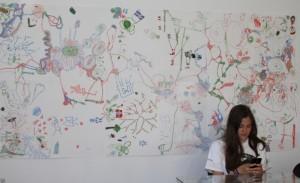 De voksne fikk oppleve et rikholdig og variert program, men først var det barnas tur. Billedkunstner Agnete Erichsen stilte ut egne tegninger og ledet en tegnehappening. Litt av resultatet ser du her. Kunstverket henger i kafeen på Landeskogen.